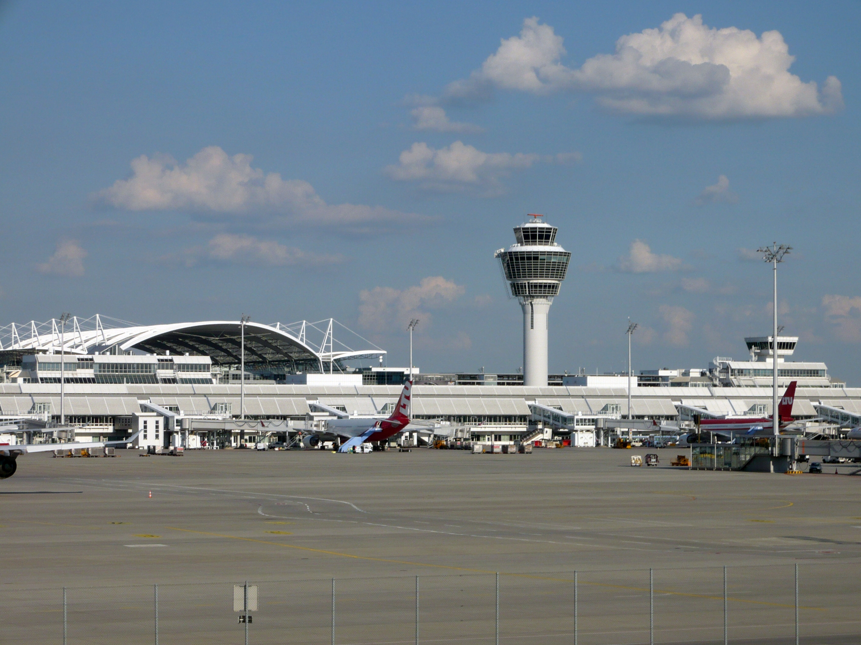 Aeroporto Yerevan : Munich airport germany tourist information